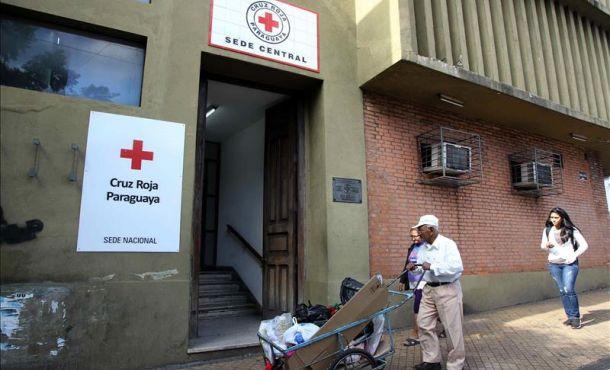Fotografía de la entrada a la sede nacional de la Cruz Roja Paraguaya donde está internada la niña de 11 años embarazada, el 12 de mayo de 2015, en Asunción (Paraguay). EFE
