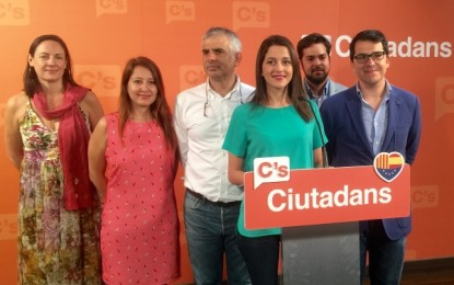 """Arrimadas (C's) advierte al candidato xenófobo y populista Albiol del PP de que no se equivoque del """"enemigo"""""""