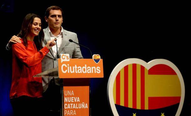 """Arrimadas pide respeto: """"Si Rajoy ha tirado la toalla que no haga que los demás también la tiren"""""""