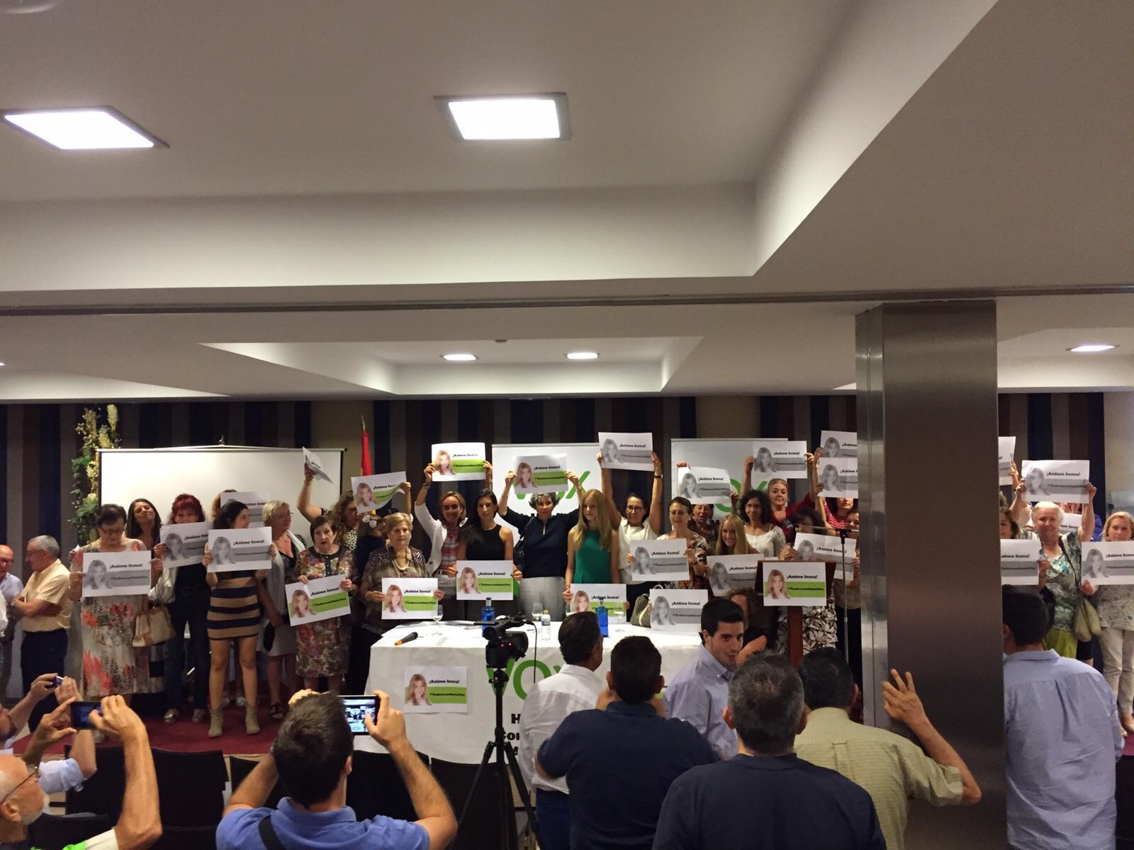 Muestra de apoyo a inmacula Sequí Serrano, presidenta de Vox Cuenca