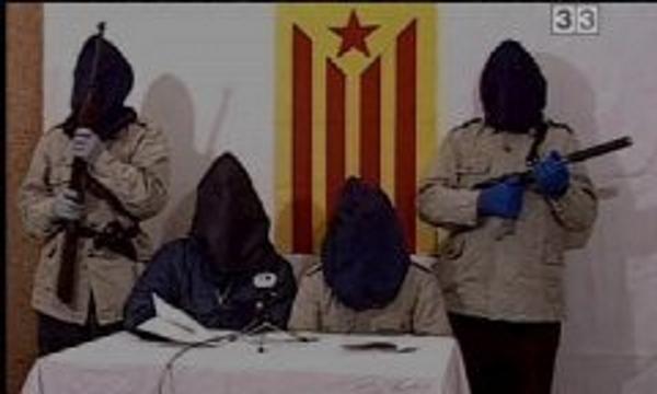 3 Terroristas banda terrorista catalana Terra LLuire leyendo un comunicado. Foto archivo