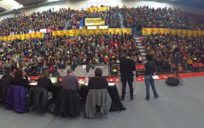 CUP reúne 1600 personas en su debate interno en Manresa para decidir el futuro de Artur Mas