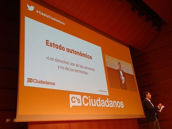 El líder de Ciudadanos, Albert Rivera Díaz, explicando la propuesta de su formación