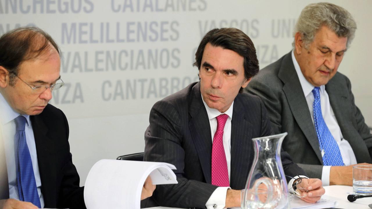 """Aznar pide un congreso del PP """"abierto"""" y Rajoy anuncia que se presentará a la reelección"""