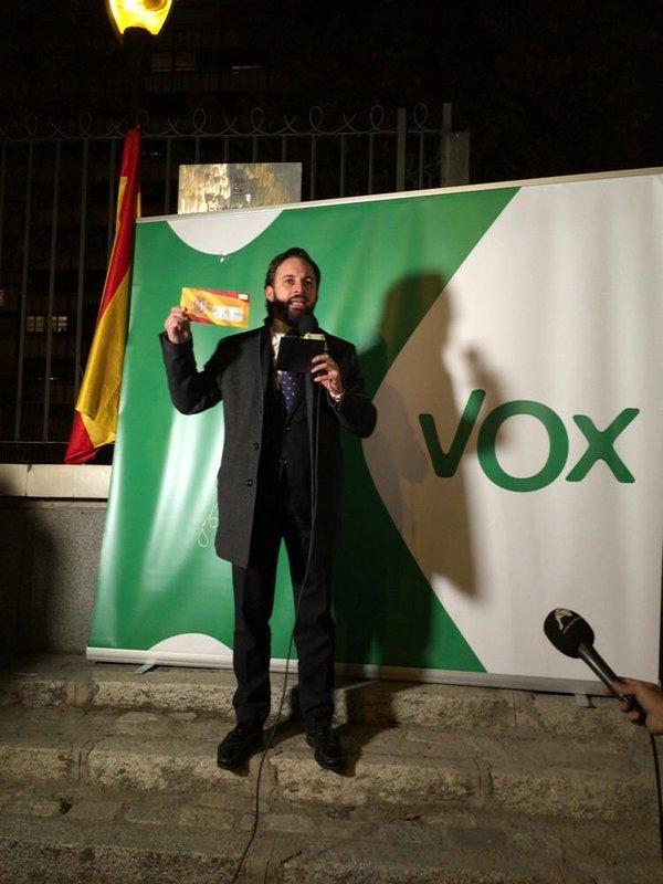 VOX defiende el uso de la bandera de España en sus sobres y presenta un recurso ante la JEC