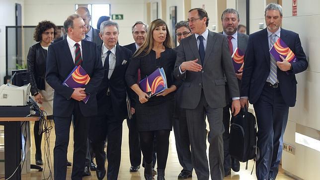 Societat Civil avisa a empresarios y embajadores del plan de Mas para desintegrar España
