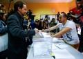 Ha votado el líder de Podemos, Pablo Iglesias, en el distrito de Vallecas