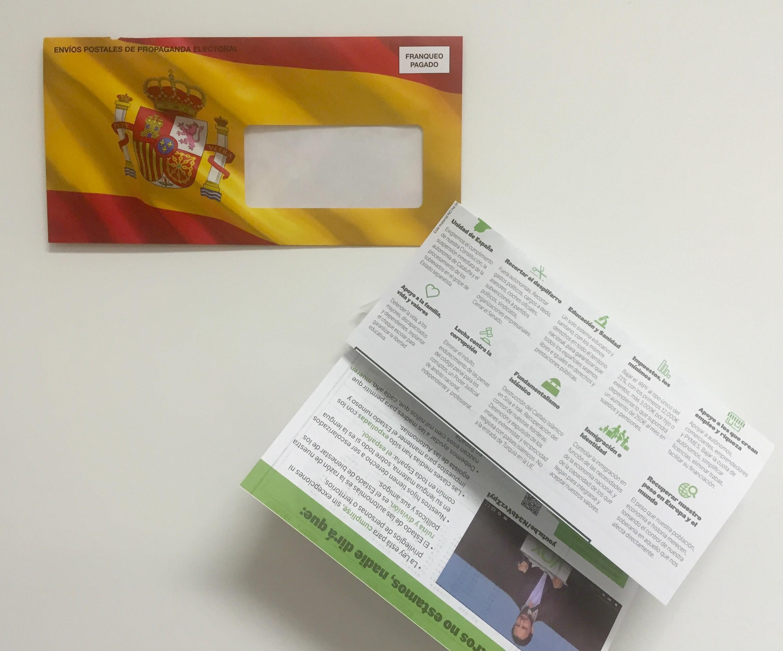 Imágenes de sobres electoral de VOX secuestrado por lucir la bandera de España. lasvocesdelpueblo.