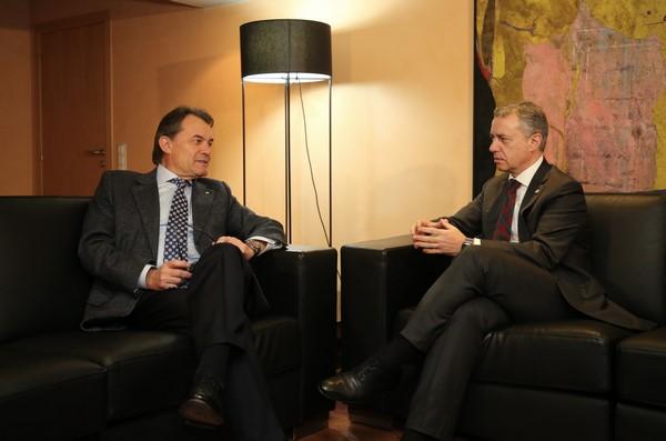 Mas y Urkullu reclaman a España las naciones de Cataluña y País Vasco para apoyar a Rajoy