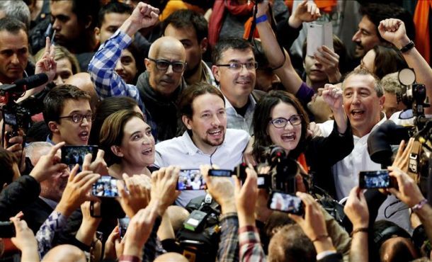 Iglesias dice a Pedro Sánchez que celebrar un referéndum en Cataluña es imprescindible