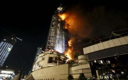 Un incendio en un hotel de Dubai quema con virulencia y afecta al menos 20 pisos