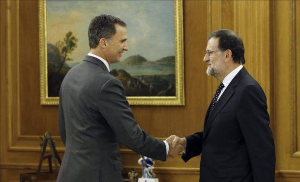 Rajoy comunica al Rey en Zarzuela su deseo de ser candidato a la investidura