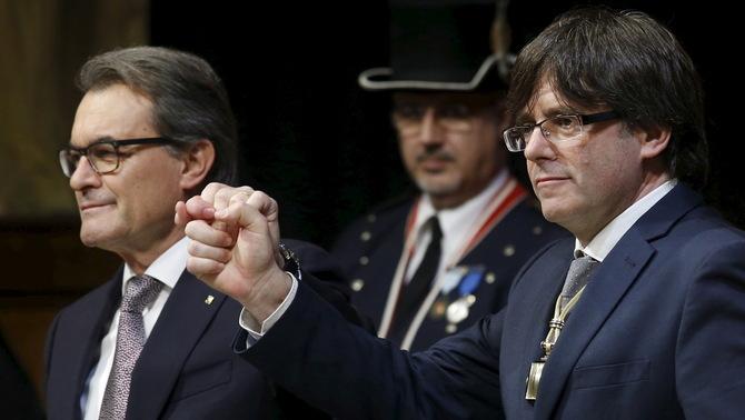 Puigdemont no ve razón para cambiar el nombre de la consejería de Exteriores de Cataluña