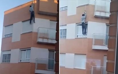 (Vídeo): Se olvida las llaves y se mata al intentar entrar por la ventana