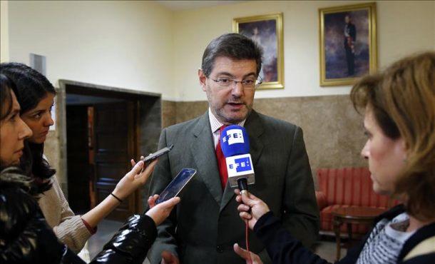 El ministro de Justicia en funciones, Rafael Catalá, declara ante los medios de comunicación, hoy en el Centro de Estudios Jurídicos. Efe