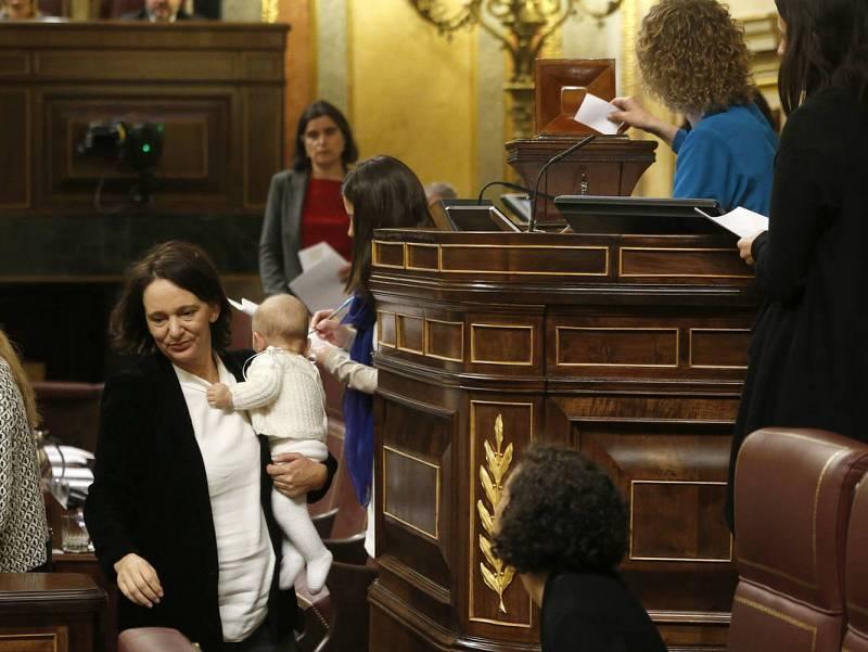 El primer día del nuevo Congreso y Senado: Patxi López y el nuevo niño de Podemos