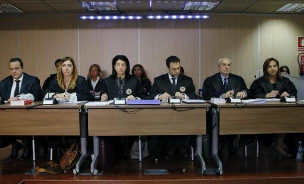 Los fiscales Anticorrupción Pedro Horrach (i) y Ana Lamas (2i), durante el juicio del caso Nóos, en el que están acusados la infanta Cristina su marido Iñaki Urdangarin. Efe
