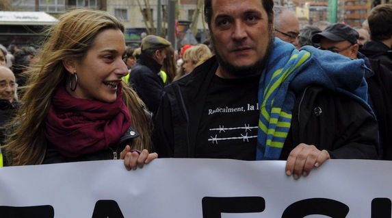 Miren Zabaleta charla con David Fernández.  Foto Argazki Press