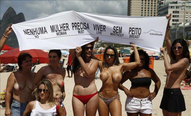 Un grupo de mujeres hace toples en Brasil para concienciar sobre el cáncer de mama