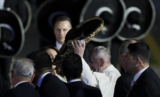 El papa Francisco viaja de regreso a Roma tras su intensa y emotiva visita a México