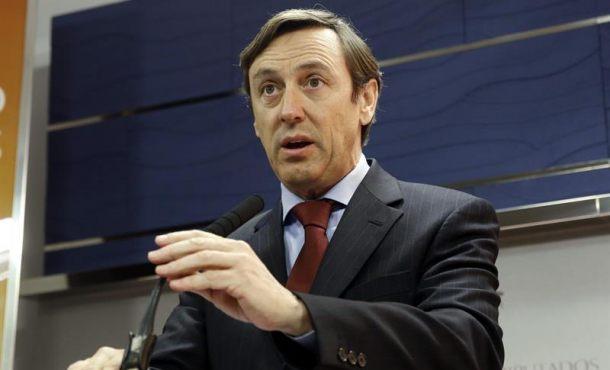 El portavoz del PP en el Congreso, Rafael Hernando, durante la rueda de prensa que ofreció ayer. Efe.
