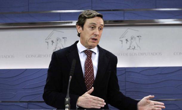 """El PP critica a Sánchez por """"autoproclamarse"""" candidato del Rey"""