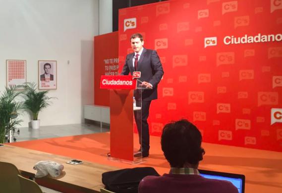 """Rivera no descarta entrar en un Gobierno con el PSOE de Sánchez si alcanzan """"un gran acuerdo"""""""