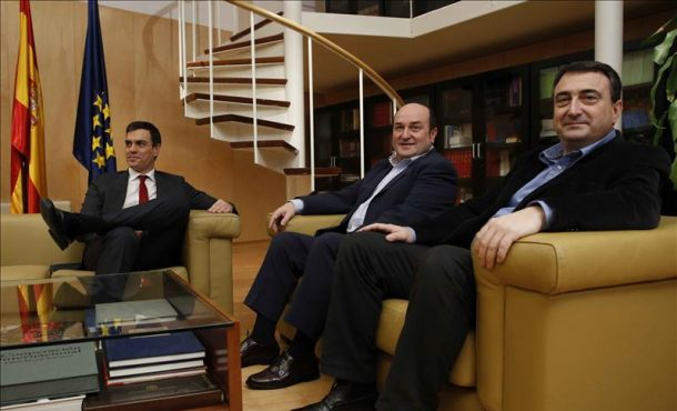 Pedro Sánchez cierra con el PNV su primera ronda de reuniones para formar un gobierno