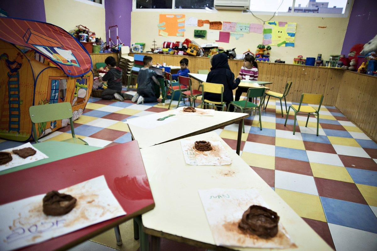 I magenes de niños trabajando en la sede de AMEJHOR que será derribada también en diéz diaz. Imágenes facilitadas. Lasvocesdelpueblo.