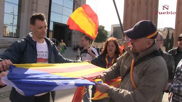 """Un catalán corta la estrella separatista para """"liberar Cataluña del caciquismo y tiranía separatista"""""""