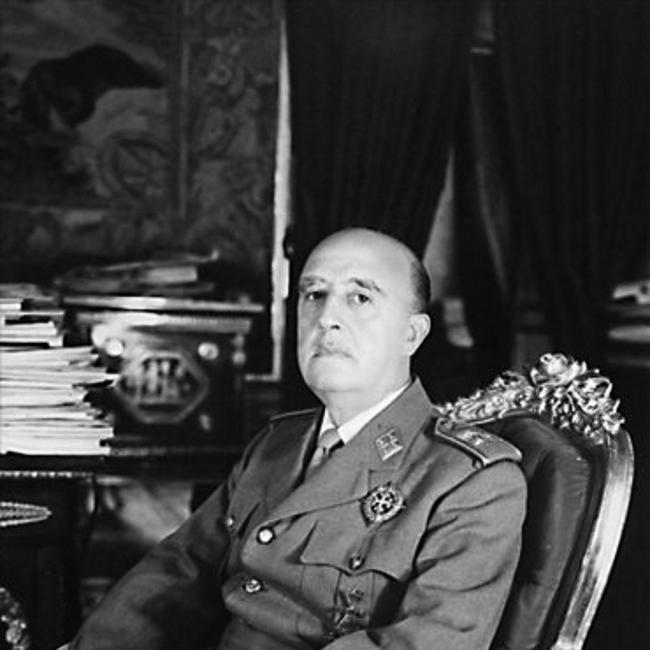 En el bloque Nacional convivían: Ejército, Iglesia, Partido Único, Carlistas, Monárquico Alfonsinos, etc.