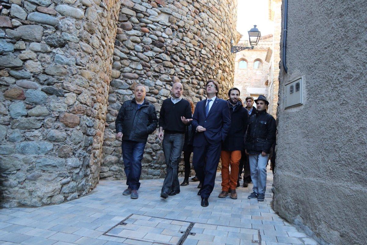 Puigdemont acusa a Rajoy de poner palos en las ruedas de su gobierno separatista catalán