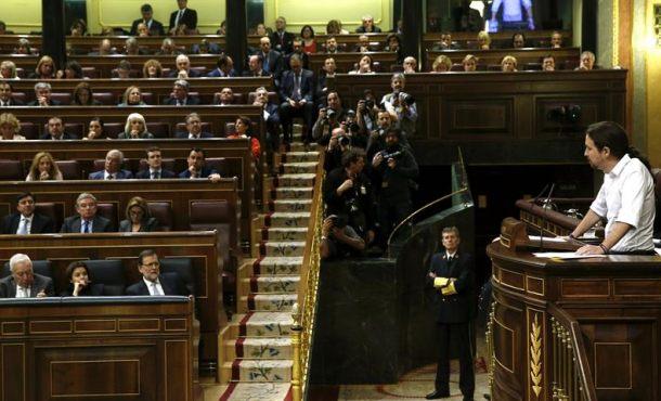 El líder de Podemos, Pablo Iglesias, durante su primer gran discurso hoy en el Congreso de los Diputados, en la segunda jornada del debate de investidura del secretario general del PSOE, Pedro Sánchez. Efe.