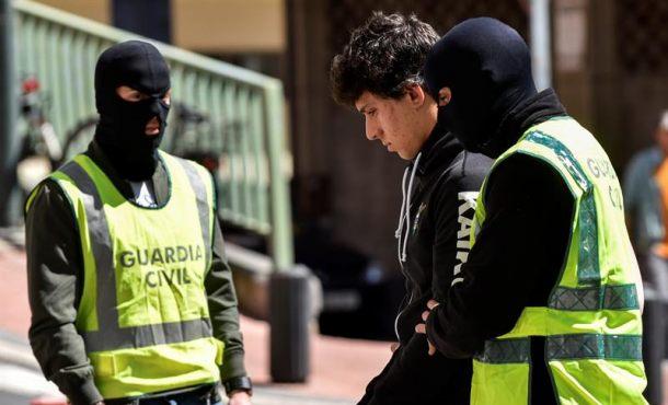 14 detenidos por enaltecimiento de la banda terrorismo catalana Tierra Libre, ETA y Grapo
