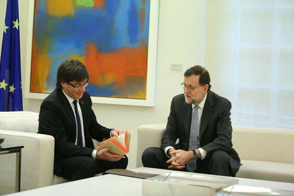 """El presidente del Gobierno y el separatista Puigdemont siguen en """"las antípodas"""""""