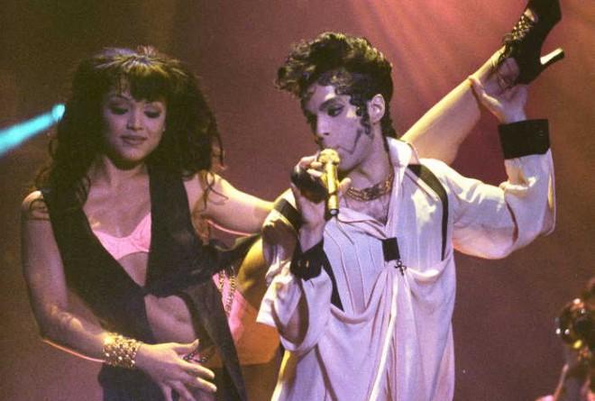 El cantante Prince, sexualidad y provocación con estilo de su música a su manera de vestir