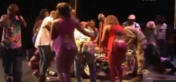 (Vídeo) – El 'Rey de la Rumba Africana' Papa Wemba muere en directo en pleno concierto