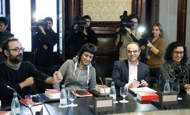 JxSí y CUP acuerdan una moción sin desobediencia explícita al TC pero ratifican el 9N