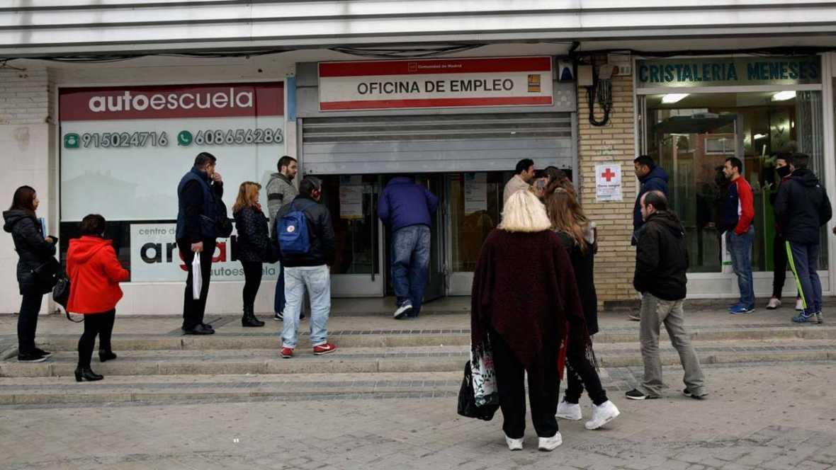 El n mero de parados registrados baj en personas for Oficina de empleo azca madrid