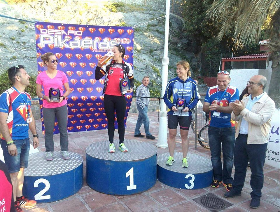 Yessica Pérez se sube a lo más alto del cajón en el triatlón desafío Pikeras  celebrado en Almuñécar