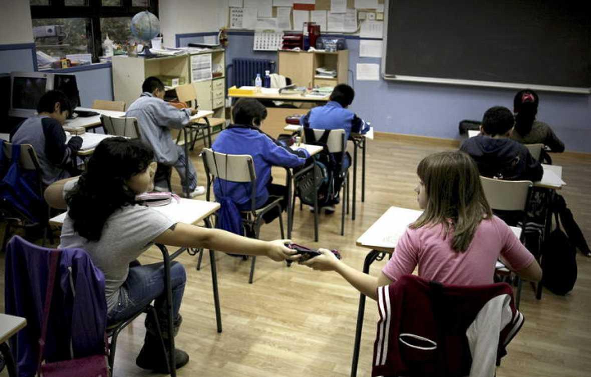 Alumnos en un colegio durante la huelga educativa del pasado 24 de octubre 2013. La CE alerta a España de los recortes en Educación y de los retos 'agravados' por la crisis. Archivo Efe.