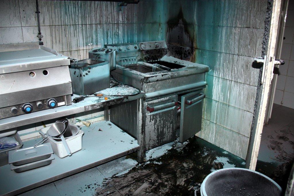 Así quedó la cocina tras la explosión en el bar de Lérida, en unas imágenes de Cataluña Información. lasvocesdelpueblo