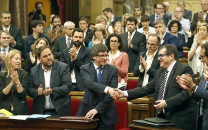 Cataluña tumba los Presupuestos de JxSí y el presidente separatista se someterá a la moción confianza