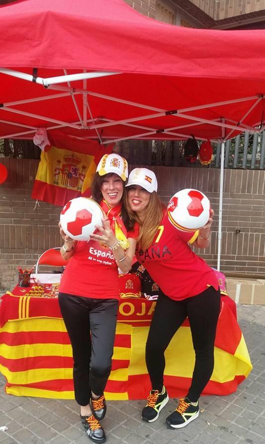 Las catalanas Ruth y María Rosa, el pasado sábado minutos antes del ataque separatista catanista. Lasvocesdelpueblo.