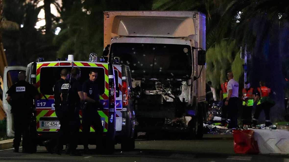 Al menos 60 muertos tras arrollar un camión a una multitud en Niza en el Día Nacional de Francia. lasvocesdelpueblo