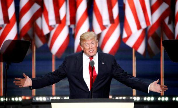 El candidato republicano a la presidencia, Donald Trump, ofrece su discurso, durante el día de cierre de la Convención Nacional Republicana 2016 hoy, jueves 21 de julio de 2016, en el Quicken Loans Arena de Cleveland, Ohio (EE. UU.).