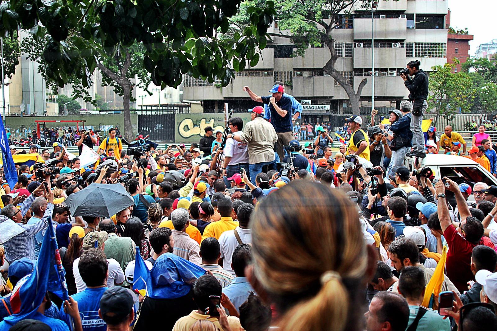 El deseo de los venezolanos por el referéndum revocatorio del presidente Nicolas Maduro es irrefrenable. Han sido miles y miles de venezolanos hoy en las calle por la democracia. Lasvocesdelpueblo.