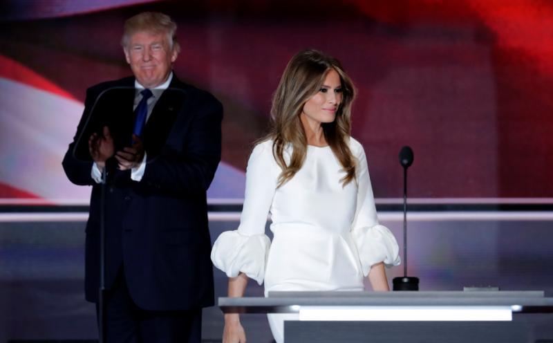 La esposa del precandidato presidencial republicano Donald Trump, Melania, habla hoy, 18 de julio de 2016, en la apertura de la segunda sesión del primer día de la Convención Republicana en el Centro Nacional Republicano Quicken Loans Arena de Cleveland, Ohio. Lasvocesdelpueblo