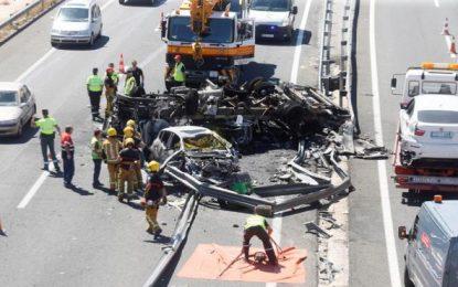 Al menos tres muertos en un accidente con tres vehículos implicados en la A-7