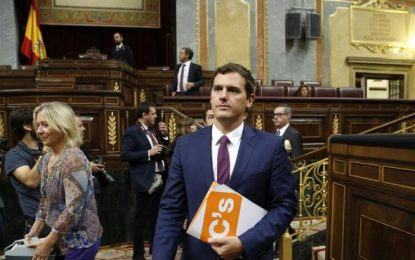 """Pedro Sánchez niega a Albert Rivera que apoyar a Rajoy sea patriótico, """"votaremos 'NO', Rajoy"""""""